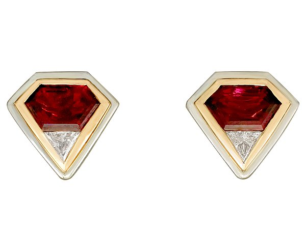 The best earrings to match a burgundy dress