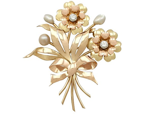 What is a Spray Brooch?