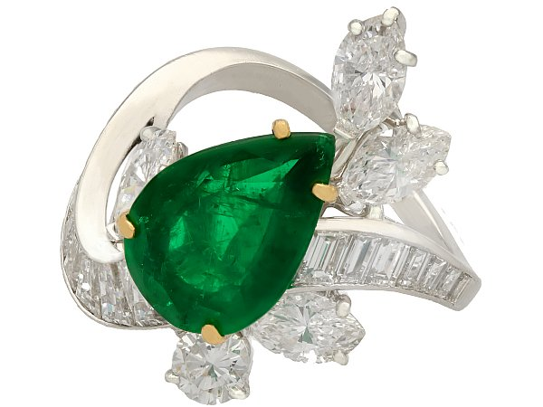 When to wear emerald rings