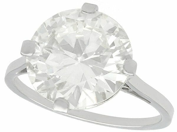 What is a diamond solitaire ring?