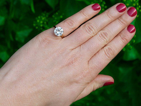 Types of Engagement Ring Cuts