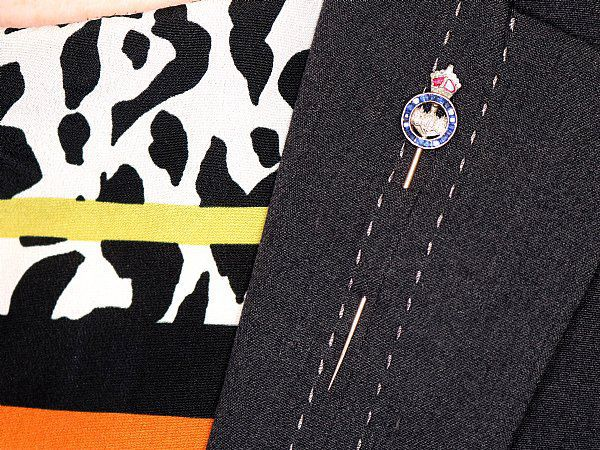 how to wear a pin brooch