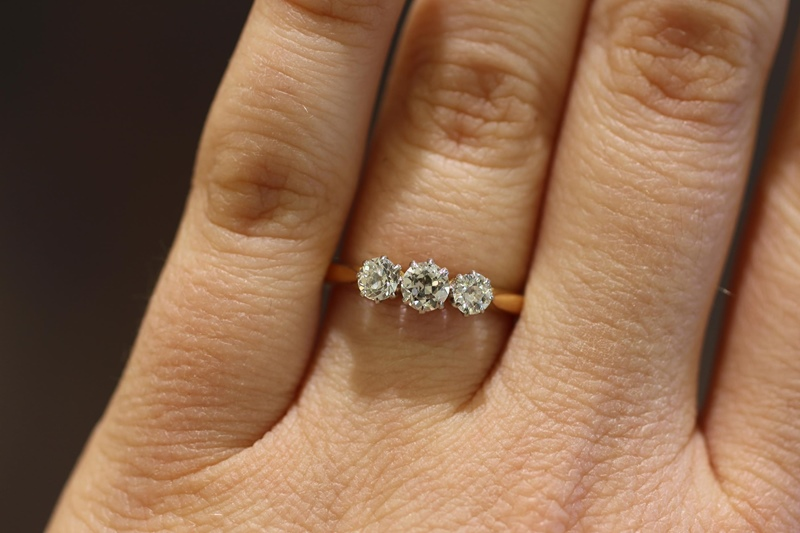 Engagement Rings Under £2000 Jewellery