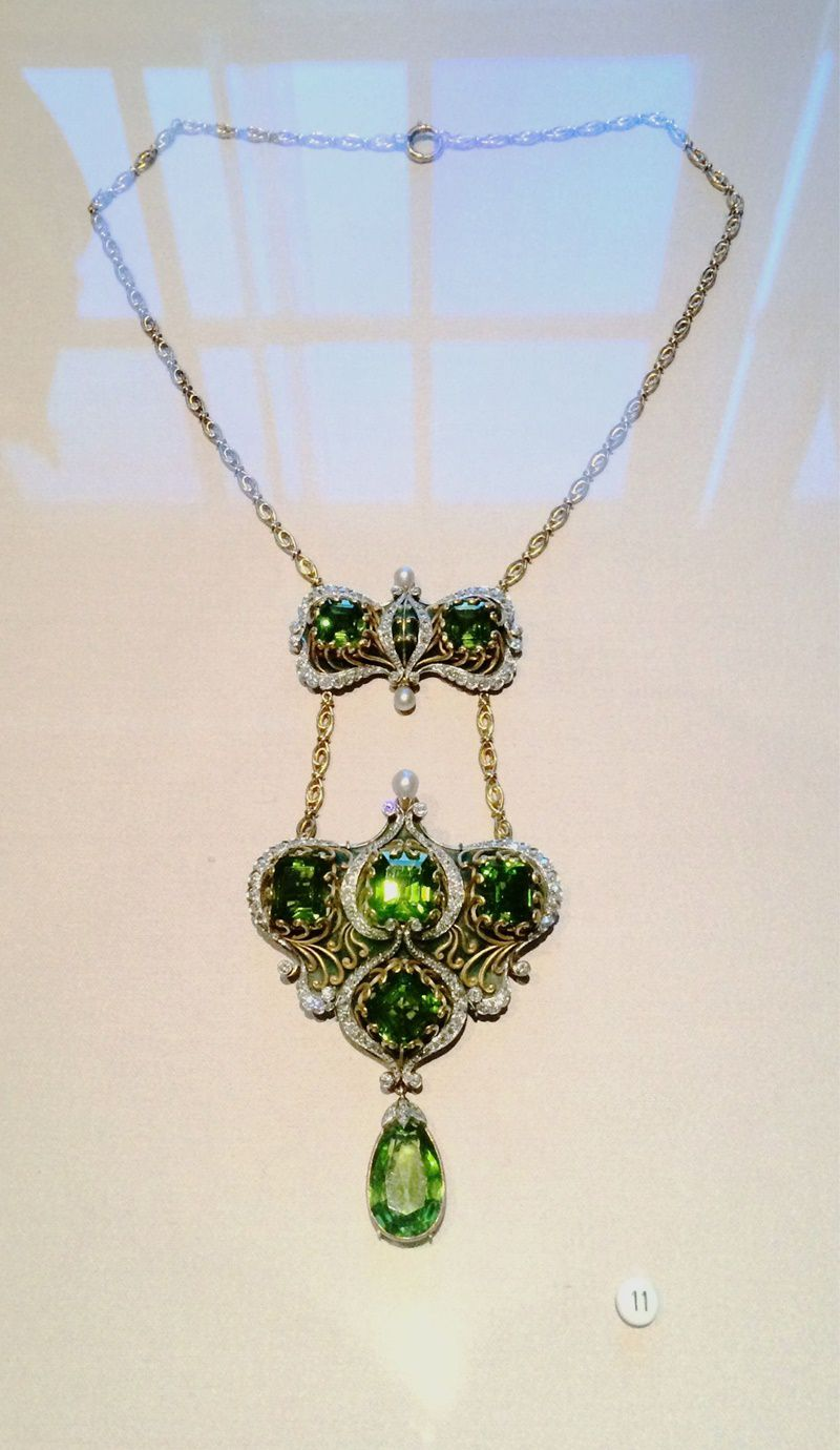 marcus and co peridot necklace