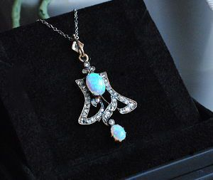 art nouveau jewelelry - pendant