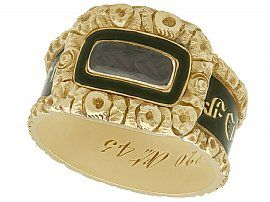 Black Enamel and 14 ct Yellow Gold Mourning Ring - Antique Circa 1840